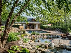 Looking to update your outdoor space? Give the most-used area of the yard a purposeful makeover with problem-solving plantings, smart shade solutions and fun ways to keep kids entertained. Large Backyard Landscaping, Privacy Landscaping, Landscaping Tips, Backyard Privacy, Outdoor Spaces, Outdoor Living, Patio Pictures, Patio Grande, Patio Umbrellas