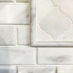 TileBuys.com Kitchen backsplash should be timeless. Nothing is more timeless then this combination of Carrara marble mosaics. #diytile #tileart #backsplash #kitchenbacksplash #carrara #carraramarble #subwaytile #subwaytiles #arabesque #arabesquelanterntiles #tilebuys #accentwall #siouxfalls #siouxfallssd #southdakota #tileinstallation #kitchen #kitchenremodel #kitchendecor #beveledbricktile