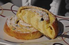 Das perfekte Vanille-Quark-Schnecken-Rezept mit einfacher Schritt-für-Schritt-Anleitung: Mehl in eine Schüssel sieben, in einer Mulde die zerbröselte… German Baking, Delicious Desserts, Yummy Food, Sweet Bakery, Fabulous Foods, Cakes And More, Healthy Treats, Let Them Eat Cake, Yummy Cakes