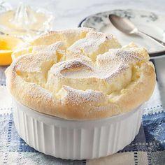 Souffle Recipe Dessert, Lemon Souffle Recipe, Souffle Recipes Easy, Souffle Dish, Lemon Dessert Recipes, Lemon Recipes, Sweet Recipes, Delicious Desserts, French Desserts
