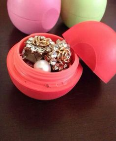 Using eos lip balms as jewerly storage
