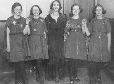 Connolly Dancers mit Essie Connolly, Ende 1930er