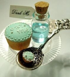 This would be super cute for an Alice and Wonderland themed party <3