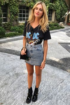 Saia jeans e t-shirt look rock Chiara Ferragni Style Rock Outfits, Grunge Outfits, Spring Outfits, Casual Outfits, Band Shirt Outfits, Shirt Dress, Look Fashion, Fashion Outfits, Womens Fashion