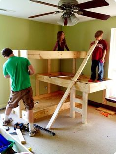 triple bunk bed DIY Triple Bunk Bed Free Plan: Design and build your own Triple Bunk Bed for small room and kids bedroom furniture, easy woodworking Bunk Bed Diy, Bunk Beds Small Room, Adult Bunk Beds, Modern Bunk Beds, Bunk Beds With Stairs, Cool Bunk Beds, Kids Bunk Beds, Pallet Bunk Beds, Nighty Night