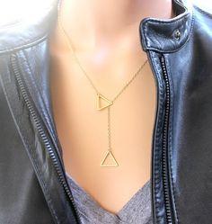 Hey, j'ai trouvé ce super article sur Etsy, chez https://www.etsy.com/fr/listing/205725082/collier-triangle-14kt-rempli-dor-en