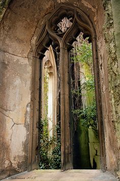 st dunstan in the east, london, england | travel destinations in the united kingdom + ruins #wanderlust