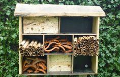 Insectenhotel - Speelnatuur Welkom, welkom gluiperige beestjes...