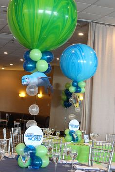 Underwater Balloon Centerpiece. Love those large Agate balloons!