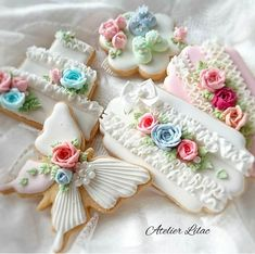23 Clever DIY Christmas Decoration Ideas By Crafty Panda Mother's Day Cookies, Fancy Cookies, Sweet Cookies, Valentine Cookies, Iced Cookies, Cute Cookies, Easter Cookies, Royal Icing Cookies, Holiday Cookies