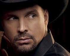 Garth Brooks, love his voice