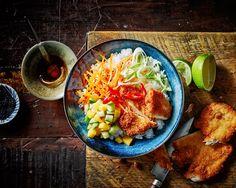 poke-bowl-krokante-kip/ - The world's most private search engine Poke Bowl, Indian Food Recipes, Asian Recipes, Healthy Recipes, Healthy Food, Vegan Diner, Poker, Sushi Bowl, Food Goals