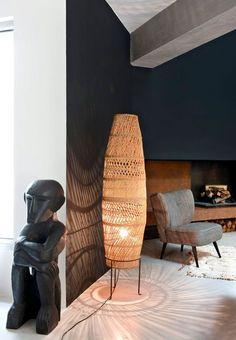De l'art artisanal dans le salon de cette maison. Plus de photos sur Côté Maison http://petitlien.fr/7prk