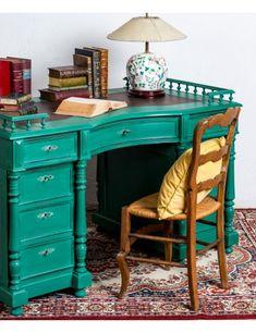 #escritorio #muebles #interiores #ideasdeco #decoracion #mueblesmodernos #rustico #casasdecampo #greendecor #diseñodeinteriores Nightstand, Vanity, Table, Furniture, Home Decor, Old Desks, Modern Desk, Wooden Desk, Modern Furniture