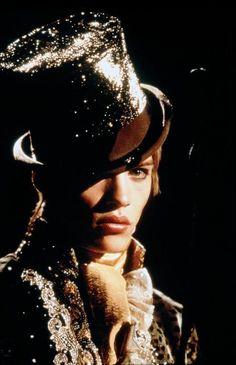 Jonathan Rhys-Meyer in Velvet Goldmine #dandy #androgyny #tophat # ...