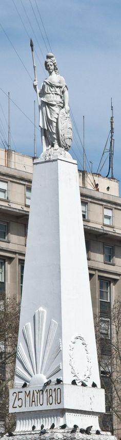 Monumento Plaza del 25 de Mayo , conocida como Piramide de Mayo , es un emblema de Buenos Aires . . .