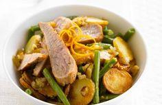 Gebakken aardappelschijfjes met groene boontjes, sinaasappel en kalfsvlees