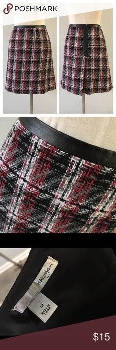 """Halogen NWOT Plaid Skirt Halogen NWOT Plaid Skirt. Size 12. In perfect condition. Please see pictures. Thank you for looking at my listing and feel free to ask questions :)!  Measurements: Waist: 34"""" Length: 19""""  ✨⭐️️Bundle and save!⭐️✨10% off 2 items, 20% off 3 items & 30% off 5+ items!   •Sorry no trades. •No modeling. •No Low balls 🙅🏻 please and thank you! CA Halogen Skirts"""