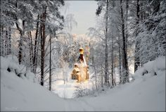 Away from the hustle of big cities stands the Church of Andrew the Apostle built on a tiny island on Lake Vuoksa in Russia. St Andrews, Andrew The Apostle, Russian Landscape, The Transfiguration, Mysterious Places, Place Of Worship, Small Island, Inline, Scenery