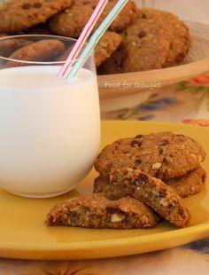 Μπισκότα βρώμης με σοκολάτα και αμύγδαλα http://laxtaristessyntages.blogspot.gr/2014/08/biscota-vromis-me-sokolata-kai-amygdala.html