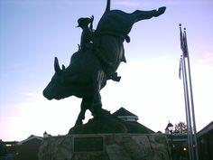 Lane Frost statue