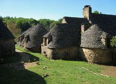 Photo du Monument Historique Maison d'habitation et cabanes en pierre sèche du Breuilh situé à Saint-André-d'Allas