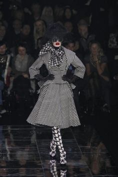 "Alexander McQueen F/W 2009 ""The Horn Of Plenty"" Collection. Défilé."