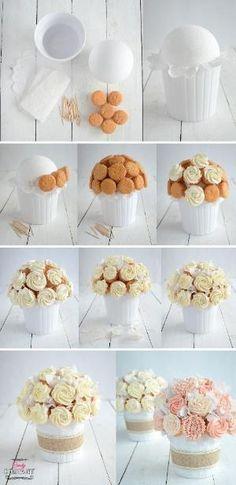 bukiet z babeczek cupcake bouquet DIY Cupcakes Design, Cake Designs, Cupcake Flower Bouquets, Flower Cupcakes, Food Bouquet, Cake Decorating Tips, Cookie Decorating, Cupcakes Flores, Cupcakes Amor