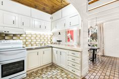 Quiet cul-de-sac location and only a short walk to Highpoint Shopping Centre, this secluded townhouse has plenty to offer first-home buyers or investo First Home Buyer, U Shaped Kitchen, Electric Oven, Double Bedroom, Townhouse, 18th, Kitchen Cabinets, Home Decor, U Shape Kitchen