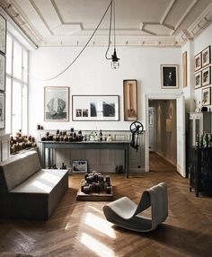 Some classic great features here. Could be a nice studio space.  A fashion designer atelier in Berlin