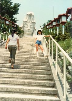 同じあの場所であの頃の私と出会えた、古い自分の写真に現在の自分を合成したノスタルジア溢れる写真シリーズ「Imagine Finding Me」 - DNA