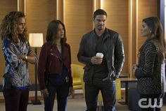 """Beauty and the Beast -- """"Beast Interrupted"""" -- Image Number: BB402b_0354.jpg -- Pictured (L-R): Nina Lisandrello as Tess, Kristin Kreuk as Catherine, Jay Ryan as Vincent and Amanda Setton as Bootsy -- Photo: Sven Frenzel/The CW -- © 2016 The CW Network. All Rights Reserved."""