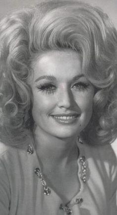 Dolly Parton...Looks like Miranda Lambert!!