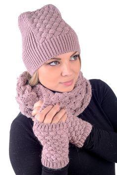 30 Proper Women Headgears for Your Outdoor Activities in Autumn Crochet Cap, Crochet Beanie, Knitted Hats, Loom Knitting, Baby Knitting, Knitting Patterns, Beanie Hats For Women, Velvet Hat, Scarf Hat