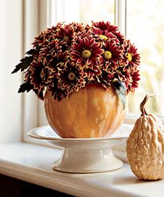 A floral arrangement in a pumpkin vase is perfect for your Thanksgiving table! Pumpkin Vase, Pumpkin Flower, Pumpkin Centerpieces, Flower Centerpieces, Thanksgiving Food Crafts, Thanksgiving Table, Fall Decor, Seasonal Decor, Holiday Decor