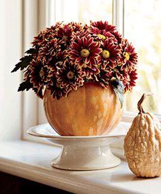 A floral arrangement in a pumpkin vase is perfect for your Thanksgiving table! Pumpkin Vase, Pumpkin Flower, Pumpkin Centerpieces, Flower Centerpieces, Thanksgiving Food Crafts, Thanksgiving Table, Pumpkin Decorating Contest, Fall Arrangements, Floral Arrangement