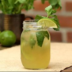 Whiskey-ginger mojito - This whiskey ginger # mojito will be a hit with your friends! This whiskey ginger # mojito will be - Hugo Cocktail, Cocktail Drinks, Cocktail Recipes, Drink Recipes, Festive Cocktails, Cooking Recipes, Refreshing Drinks, Summer Drinks, Fun Drinks