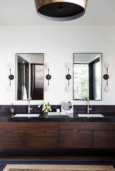 Doppelwaschbecken und Waschkommode aus Holz