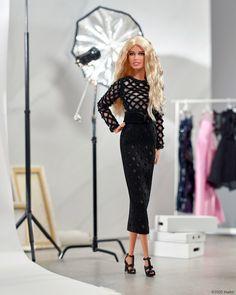 """Ela - Jornal O Globo's Instagram profile post: """"Reconhece essa @barbiestyle? É uma homenagem aos 50 anos de @claudiaschiffer! A modelo alemã, ícone dos anos 1990, foi homenageada pela…"""" Claudia Schiffer, Barbie Style, Barbie Dolls, Donatella Versace, Balmain Dress, New Dolls, Bustier, Mannequins, Editorial Fashion"""