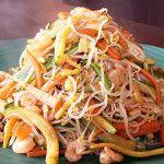 Shirataki con verdure e gamberetti