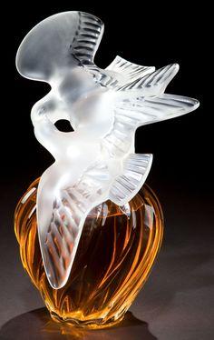 A LALIQUE GLASS L'AIR DU TEMPS PATTERN PERFUME BOTTLE 1945