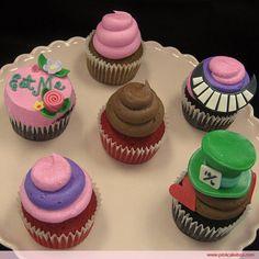 Mad Hatter Cupcakes! In love. Next birthday! Alice in wonderland <3
