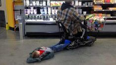 Here is awesome photo collection of funny people that grace us with their presence at Wal-Mart. Don't miss funny people of Walmart. People Of Walmart Pictures, Funny Photos Of People, Funny People, Funny Pictures, Funny Pics, Funny Stuff, Walmart Pics, Humor