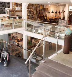 Hutspot - een leuke plek om naar toe te gaan wanneer jij en je date aan het shoppen zijn. Hutspot is een concept store vol met design en creatieve dingen. Je kunt hier ook lekker lunchen. www.facebook.com/HutspotAmsterdam