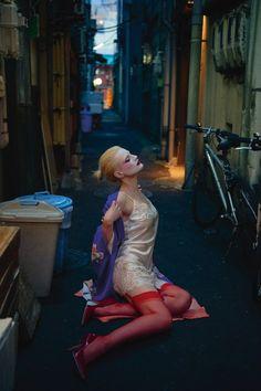 La Geisha:極度衝突的《Numéro》4月號,呈現頹廢而迷人的現代金髮藝妓 - The Femin