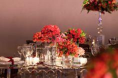 Arranjo baixo de flores para decoração de casamento em tom vermelho Madame Fiori