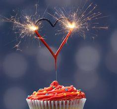 Mini Wunderkerzen, die als Herz geformt sind. #Feuerwerk #Wunderkerzen #Liebe #Love