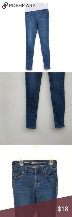 Old Navy Medium Wash Mid Rise Super Skinny Jeans Old Navy medium wash jeans in their Super Skinny fit Mid rise. Size 0 Regular. Old Navy Jeans Skinny