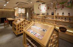 店内 Bookstore Design, Library Design, Stationary Shop, Stationery Store, Japanese Shop, Japanese Design, Diagrammes Origami, Ceramic Store, Visual Merchandising Displays