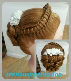 Peinado en forma de tiara para una princesa.